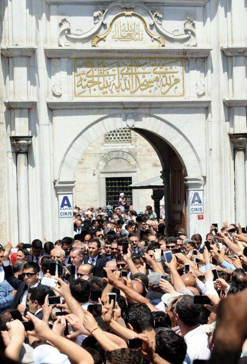 Başbakan Erdoğan Cuma namazını Eyüp Sultan Camii'nde kıldı