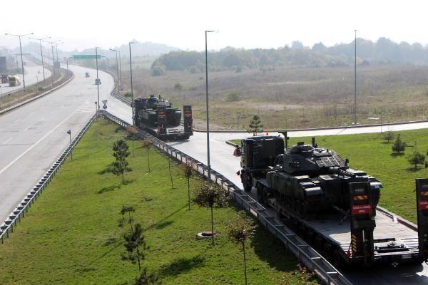 1. ORDU Komutanlığı'na bağlı birliklerden Suriye sınırına ve Güneydoğu'ya tank sevkiyatı devam ediyor.