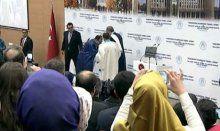 Erdoğan, elini öpmek isteyen Dekan'a izin vermedi