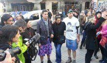 Eteklerini giyip Taksim'e geldiler