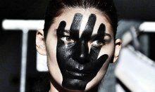 Fashion Week'in sahne arkasından çarpıcı kareler