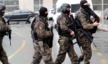 Savcının odasına silahlı kişiler girdi
