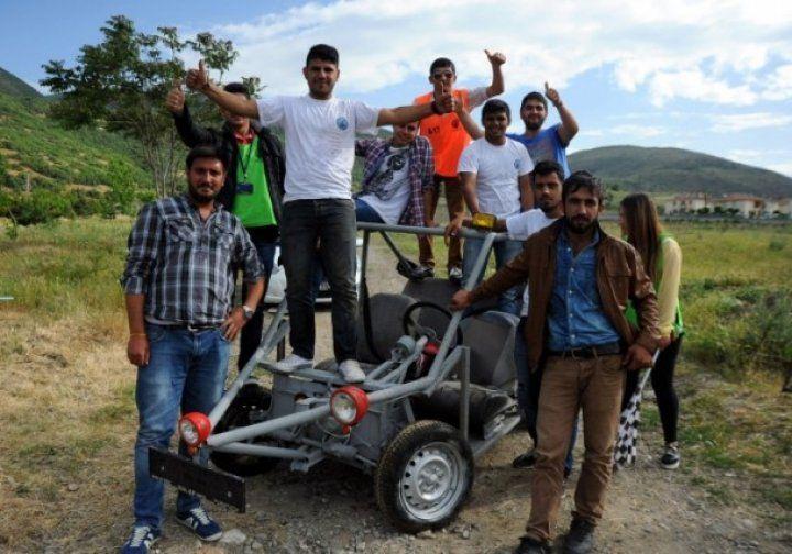Harçlıklarıyla motorlu araç ürettiler