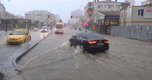İstanbul'un Anadolu yakasındaki aşırı yağış E-5'i trafiğe kapattı!