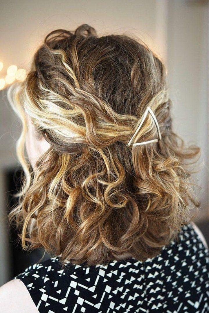 Ayrıcalıklı 18 Kıvırcık Saç Modeli