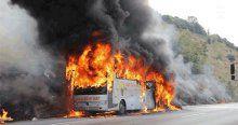 İçinde 32 yolcu bulunan otobüs alev alev yandı