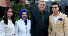 Erdoğan'ın iftarında oruç, Mustafa Ceceli'nin okuduğu ezanla açıldı