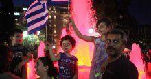 Yunanistan'da 'Hayır' taraftarları sevinç gösterisinde bulundu