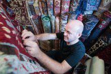 Asırlık halılar Türkiye'de restore ediliyor