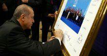 Liderler aile fotoğrafını imzaladı