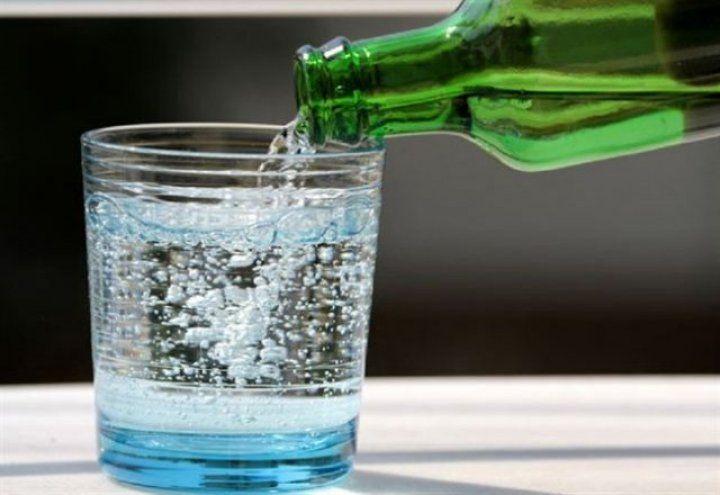 Günde iki adet maden suyu Alzheimer'dan koruyor