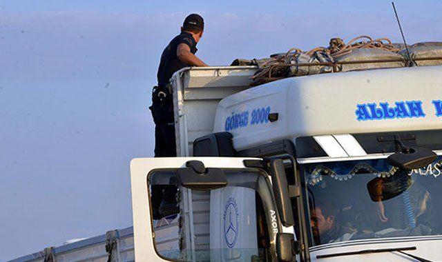 Bursa ve Adana'da patlayıcı yüklü kamyon alarmı