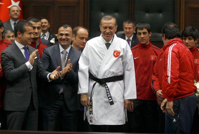 Erdoğan karate kıyafetini kuşandı