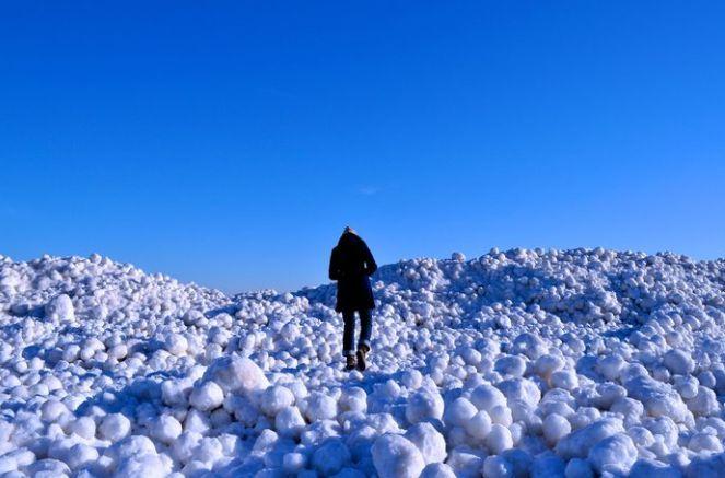 Dalgaların armağanı: Dev buz topu