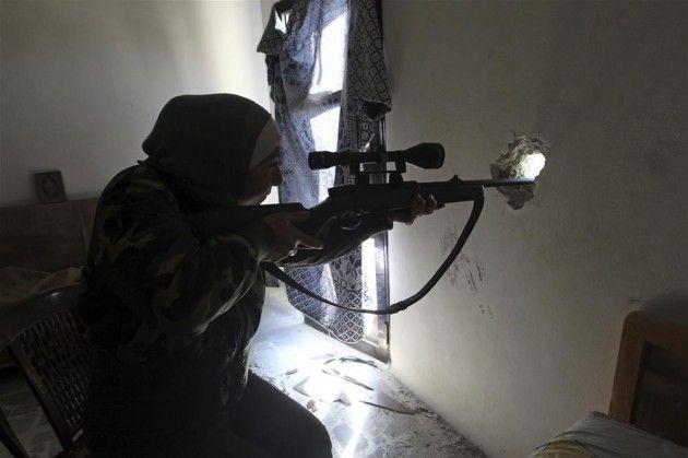 Esed'e karşı dişi bir 'Sniper'