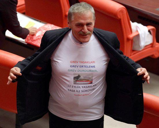 CHP'den Meclis'te tişörtlü eylem