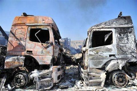 Türk tırlarını yaktılar