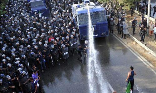 Cezayir'de gösterilere sert müdahale