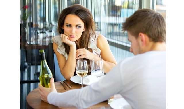 İlk buluşmada erkeklerin ilgisini ne çeker?