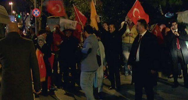 Cumhurbaşkanı Erdoğan'ın evi önünde seçim sonucu coşkusu