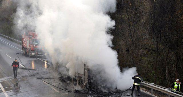 Fabrikadan yeni çıkan sıfır otobüs alev alev yandı