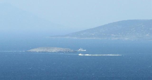 Türk askeri Kardak'ta Yunan botuna geçit vermedi