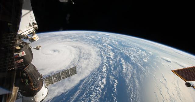 Süper tayfun uzaydan böyle görüntülendi