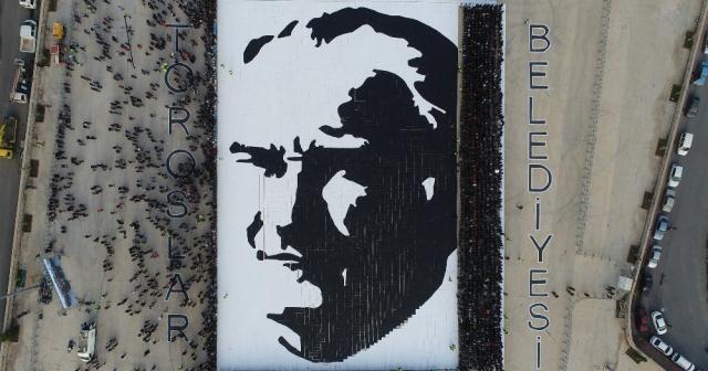 7 bin 700 kişilik 'Canlı Atatürk Portresi'