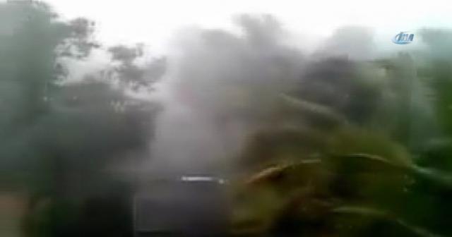 Hindistan'da şiddetli rüzgar: 8 ölü