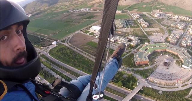 Paraşütle okula...