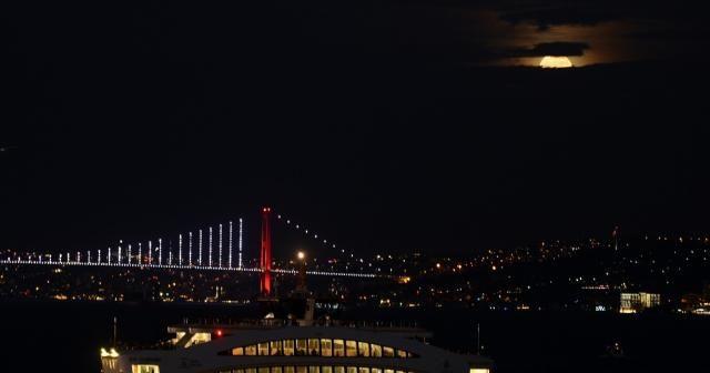 ''Süper Ay'' İstanbul'dan izlendi
