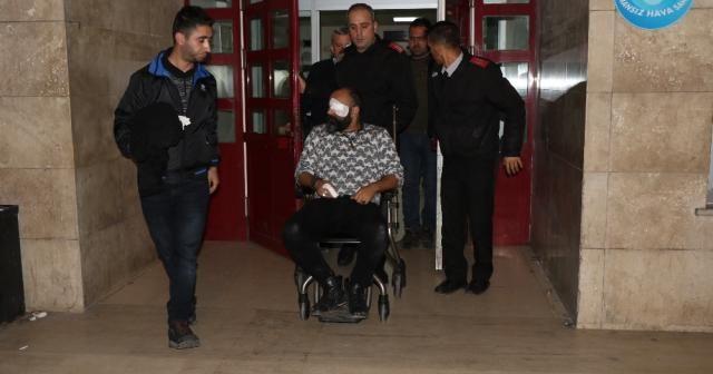Doktor 2 polisi bıçakla yaraladı