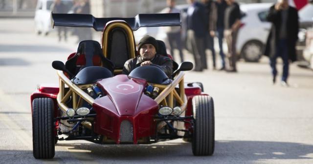 Hayalindeki F1 aracını kendi yaptı