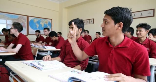 111 ülkeden öğrencilere eğitim desteği