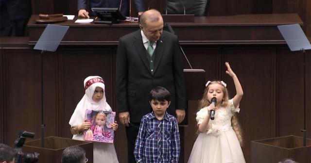 AK Parti Grubunun minik misafirleri dua ve şiir okudu