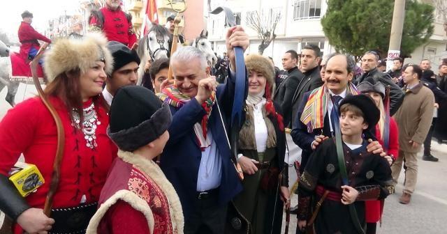 Başbakan'ı Balıkesir'de atlı okçular karşıladı