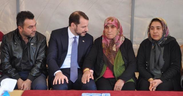 Cumhurbaşkanı Erdoğan şehit eşi ile görüştü
