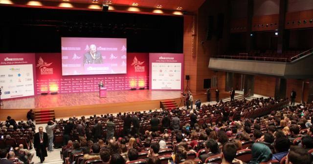 Dünyanın en büyük üçüncü eğitim zirvesi İstanbul'da başladı