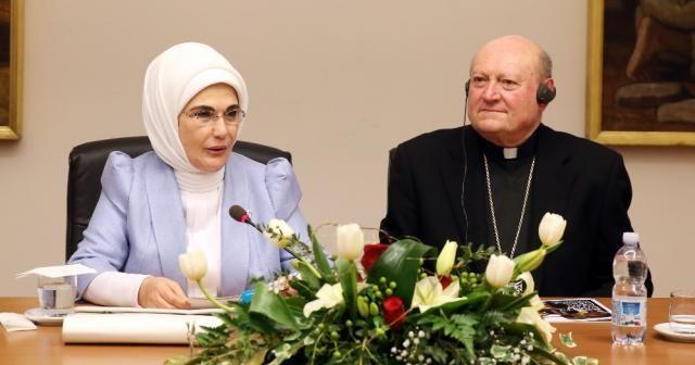 Emine Erdoğan'dan Vatikan'da konuştu