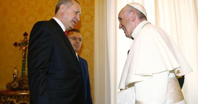 Papa'ya 'Mesnevi' hediye etti