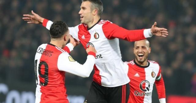 Robin van Persie ilk golünü attı