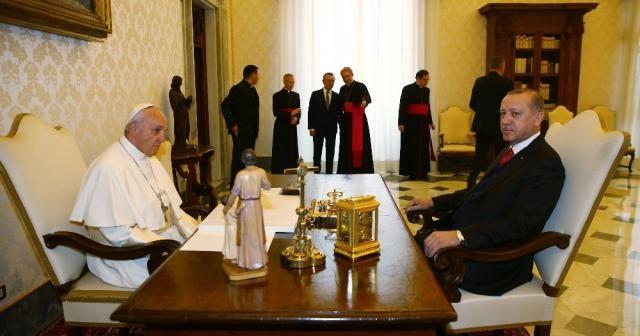 Vatikan'daki sandalye krizi yalan çıktı