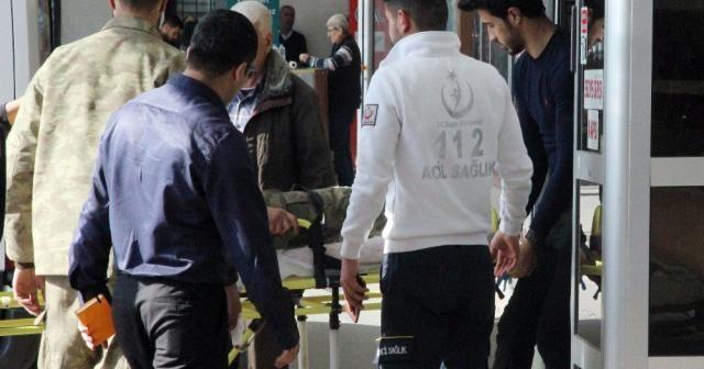 Yaralı 2 Türk askeri 8 ÖSO mensubu Kilis'e getirildi