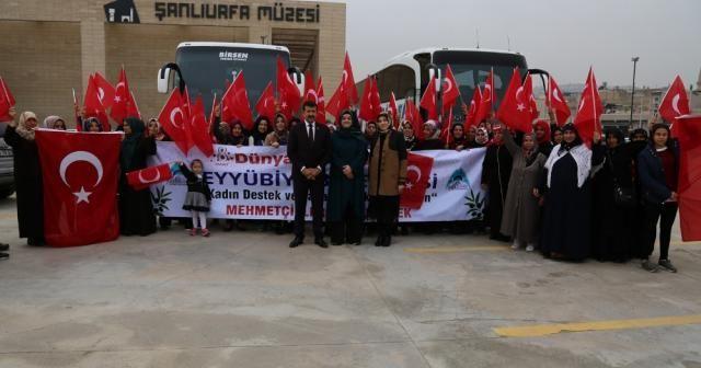Şanlıurfalı kadınlar Mehmetçiğe destek için sınıra gitti