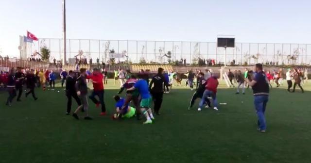 Rize'de BAL maçında olay: Çok sayıda futbolcu yaralı