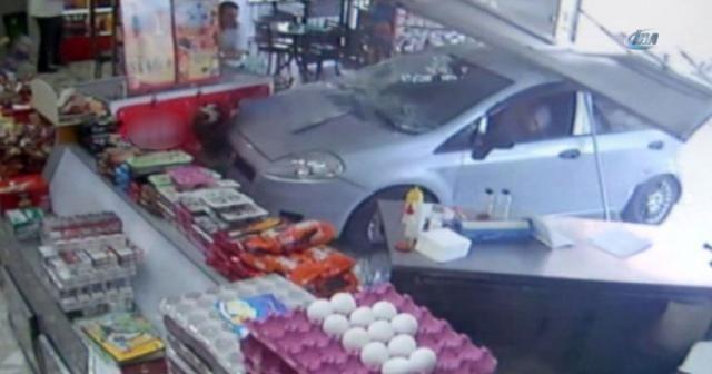 Aracıyla dükkana daldı, dayak yedi