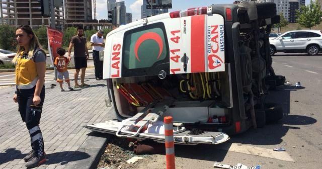 Hasta taşıyan ambulans kaza yaptı: 7 yaralı