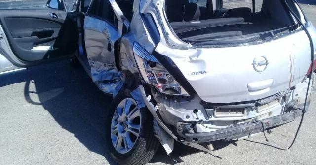 Otomobil ile kamyonet çarpıştı: 1 ölü, 2 yaralı