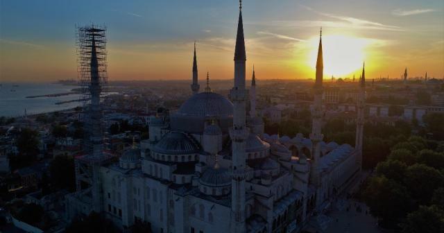Sultanahmet Camii'nin gün batımıyla birleşen eşsiz manzarası