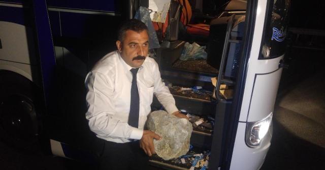 Yolcu otobüsüne 'kaya' ile saldırdılar